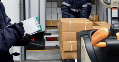 Dozen in laden voor transport